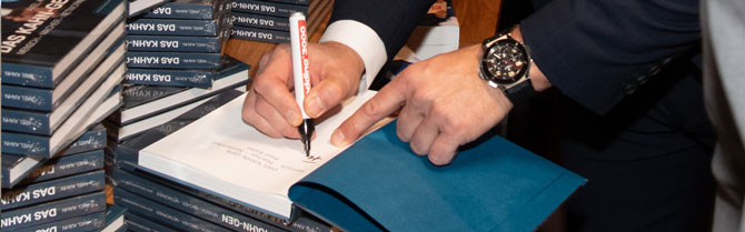 Axel Kahn signiert